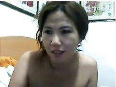 Сексапильная китайская студентка мастурбирует на вебкамеру