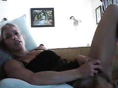 Влюблённая пара страстно трахается перед вебкамерой в разных позициях