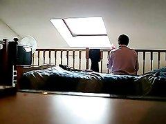 Утреннее подглядывание за обнажённой зрелой домохозяйкой в спальне