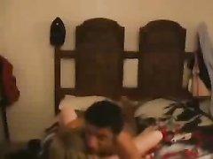Негр умело вгоняет свой большой член в киску полной белой девушки
