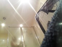 Любительское подглядывание за грудастой красоткой в ванной комнате