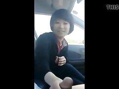 В авто азиатка дрочит член и делает домашний минет с окончанием в рот