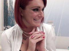 Любительский анал с окончанием в рот рыжей зрелой француженки в чулках