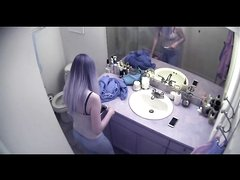В ванной домашнее подглядывание за блондинкой оголившей попу и сиськи