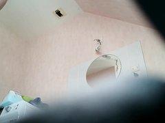 В ванной любительское подглядывание за красоткой принимающей душ