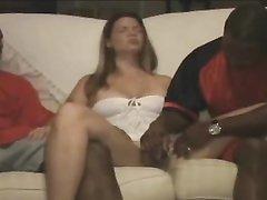 Негры в групповом домашнем видео удовлетворили белую поклонницу фистинга